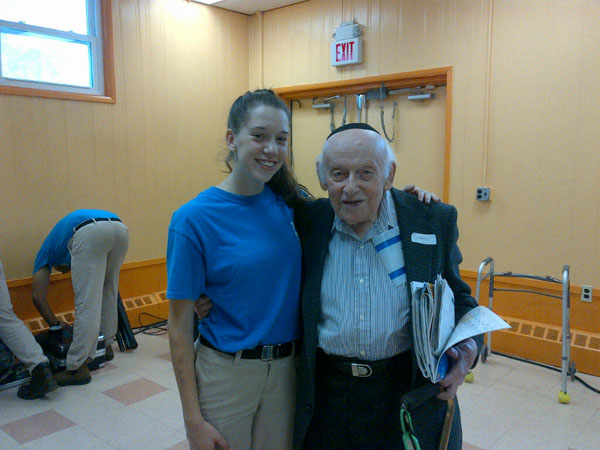 Chaverim-Program-for-Holocaust-Survivors-03